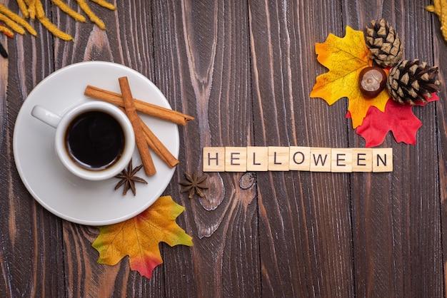 Outono outono vista plana de cima folhas de outono uma caneca de chá com inscrição de fundo de madeira