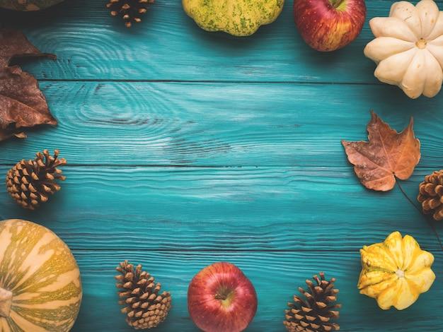 Outono verde com abóbora, folhas