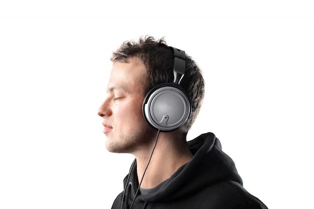 Ouvindo música em fones de ouvido