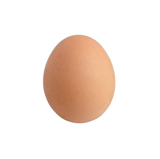 Ovo de galinha cru isolado na superfície branca