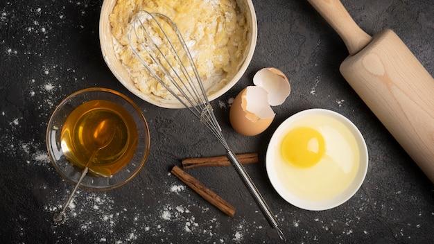 Ovo de muffins deliciosos e outros ingredientes