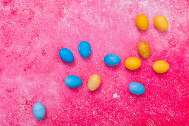 Ovos azuis e amarelos abstratos