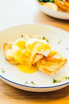 Ovos benedict com salmão
