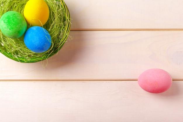 Ovos coloridos de páscoa
