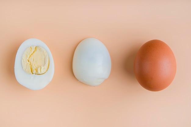Ovos cozidos de vista superior
