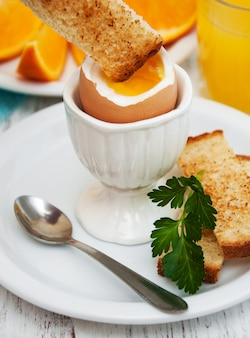 Ovos cozidos no café da manhã