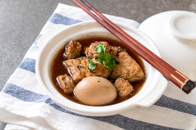 Ovos cozidos no molho doce com tofu