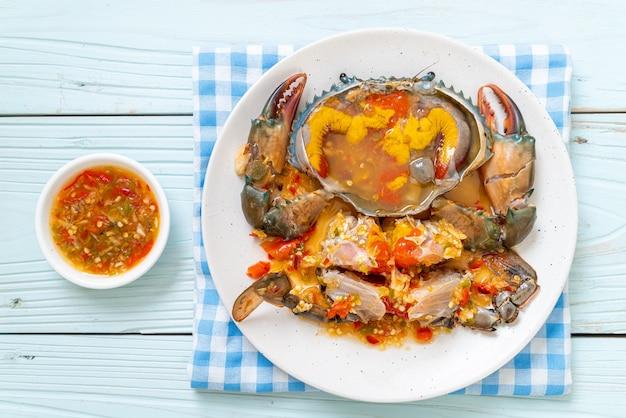 Ovos de caranguejo em conserva com molho picante de frutos do mar