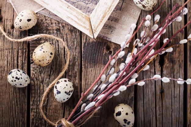 Ovos de codorna e salgueiro, um símbolo da páscoa