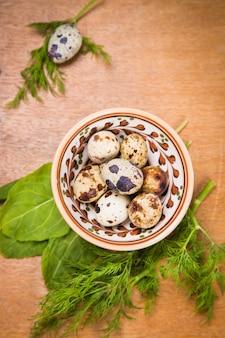 Ovos de codorna em prato
