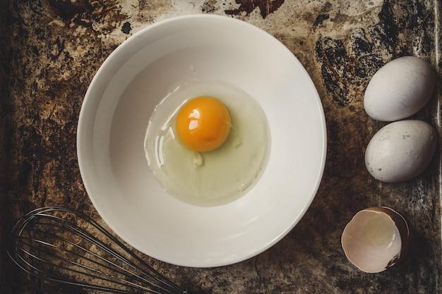 Ovos de galinha crua