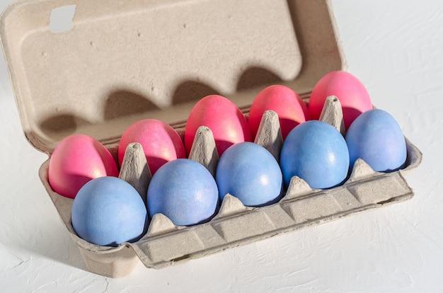Ovos de páscoa coloridos frango colorido closeup