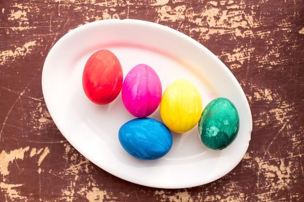 Ovos de páscoa coloridos.