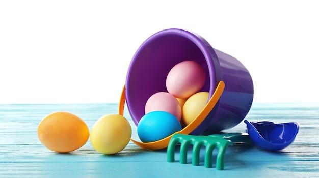 Ovos de páscoa com balde, em branco