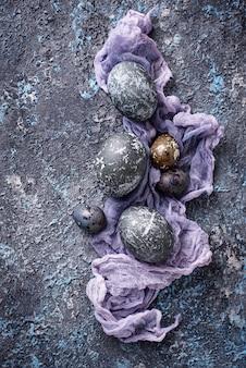 Ovos de páscoa com efeito de pedra ou mármore