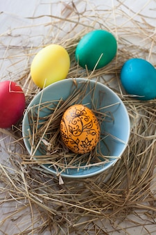 Ovos de páscoa com palha