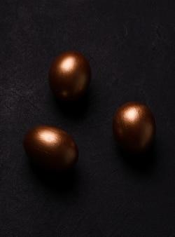 Ovos de páscoa de cor cobre