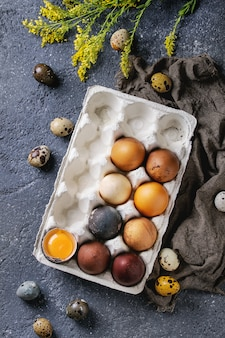 Ovos de páscoa de cor marrom