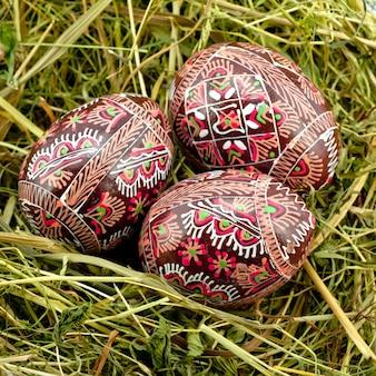 Ovos de páscoa de madeira