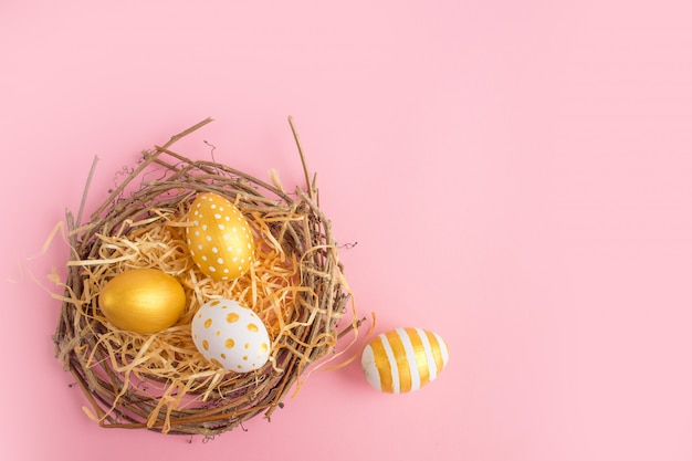 Ovos de páscoa decorados de ouro