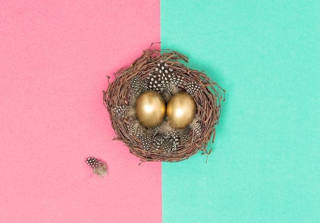 Ovos de páscoa dourados pássaros ninho plana leigos