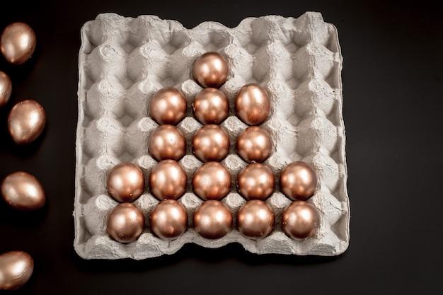 Ovos de páscoa em cor dourada