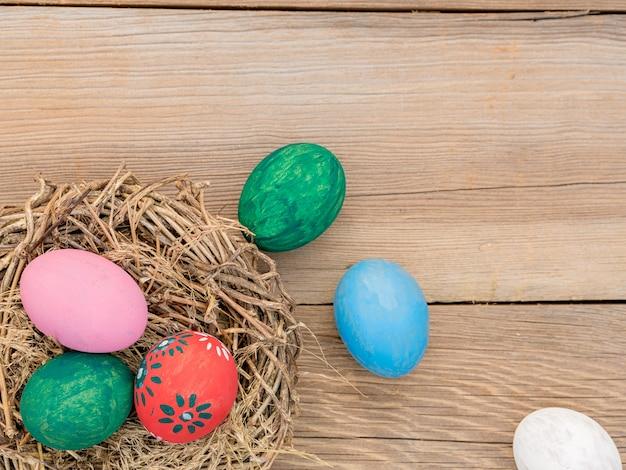Ovos de páscoa em madeira