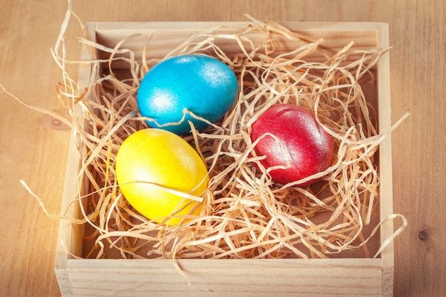 Ovos de páscoa na caixa