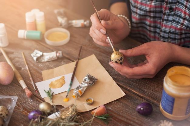 Ovos de páscoa para colorir arte decoração tradição passatempo conceito de férias