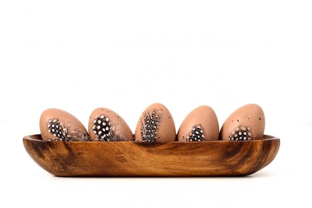 Ovos de páscoa sobre branco