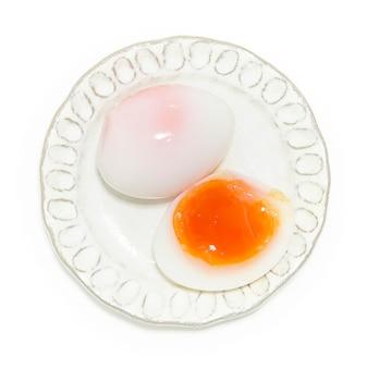 Ovos de pato cozidos médios e tempo usado fervidos a 5 minutos