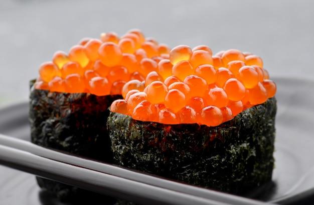 Ovos de salmão ou ikura em estilo japonês.
