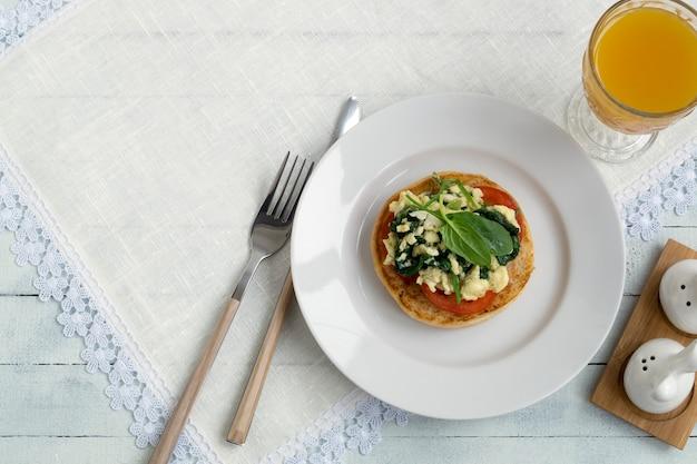 Ovos mexidos com espinafre