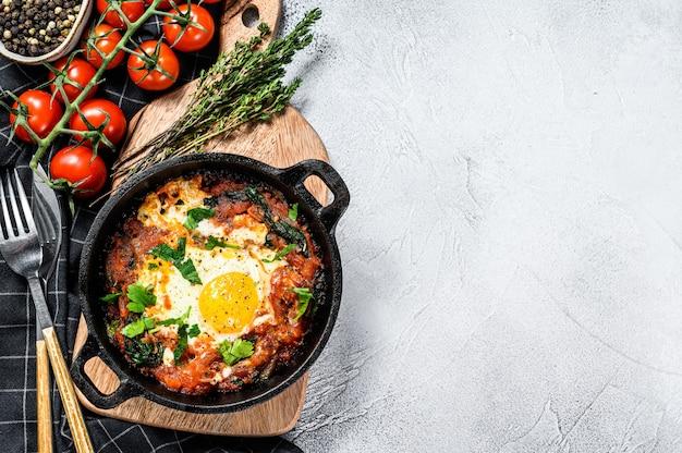 Ovos mexidos com tomate e legumes
