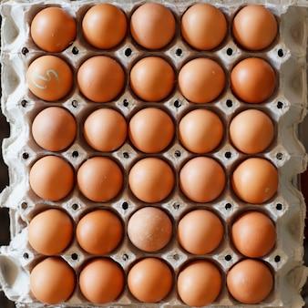 Ovos na embalagem.