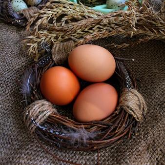 Ovos no ninho da páscoa