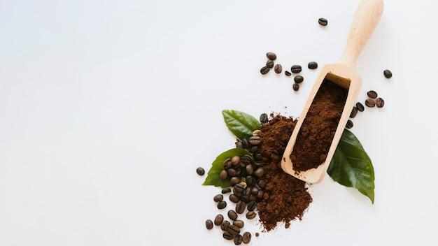 Pá de café de madeira com espaço de cópia