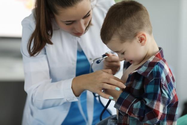 Paciente criança no hospital