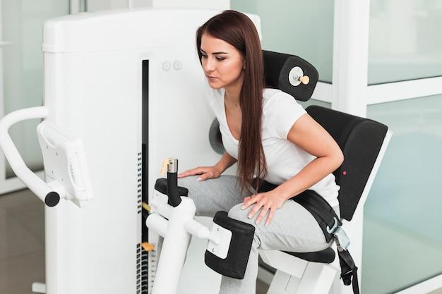 Paciente do sexo feminino usando recuperação