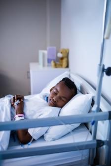 Paciente dormindo na cama