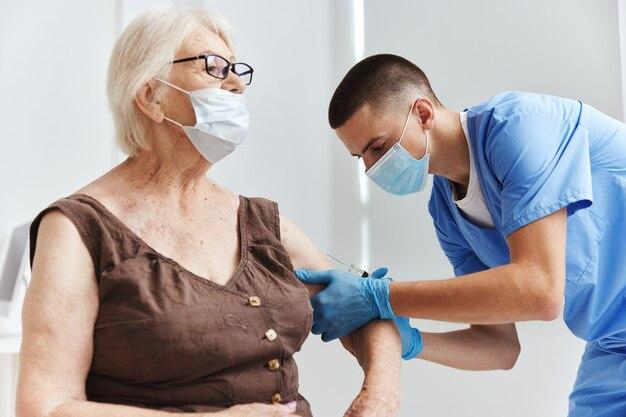 Paciente e médico imunização, segurança, cuidados de saúde