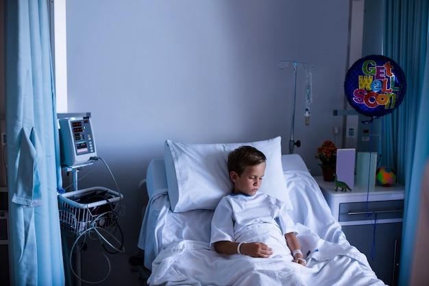 Paciente em repouso na enfermaria