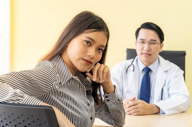 Paciente, em, sala exame, escritório médico