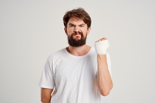 Paciente masculino, lesão na mão, tratamento, problemas de saúde, emoções, hospital, medicina