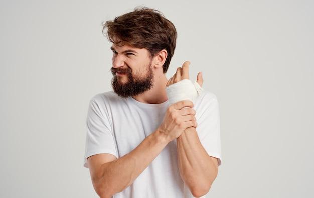 Paciente masculino, mão suja, lesão por problemas de saúde