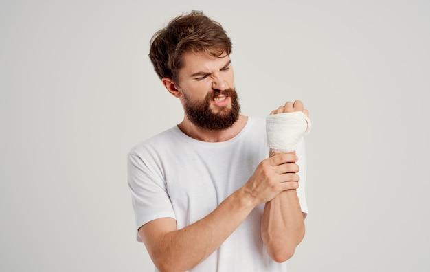 Paciente masculino mão suja problemas de saúde lesão