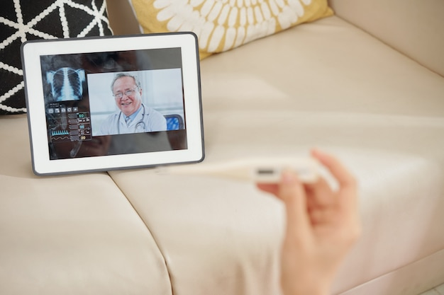Paciente médico por videochamada
