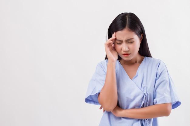 Paciente mulher com dor de cabeça