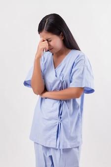 Paciente mulher estressada, com dor de cabeça