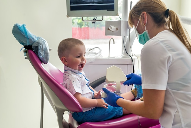 Pacientezinho procurando como limpar os dentes direito
